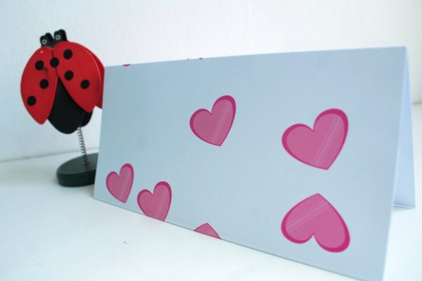 plicuri de bani roz cu inimioare