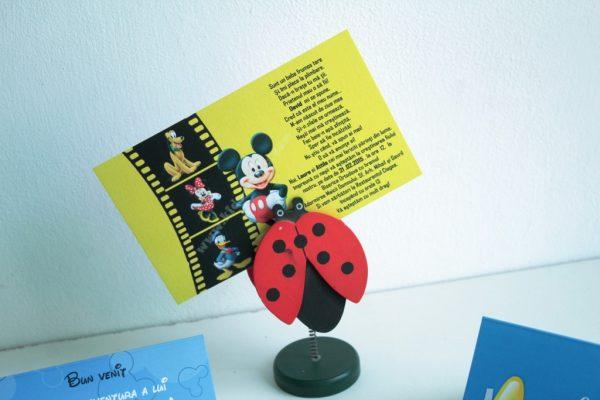 Invitatie galbena cu mickey mouse