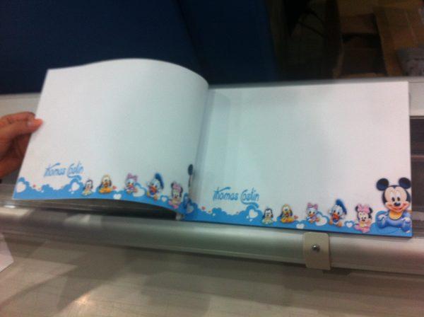Carte de amintiri pentru botez cu Mickey Mouse 2